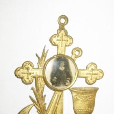 Antigüedades: PRECIOSA BENDITERA METAL TONO DORADO ORO IMAGEN SANTA . Lote 122497139