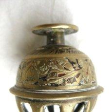 Antigüedades: CAMPANILLA TIBETANA EN BRONCE 4 CMS DE DIÁMETRO, 4,5 CMS DE ALTURA. Lote 122533179