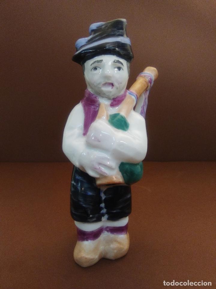 Antigüedades: Gaiteiro O Castro de Isaac Díaz Pardo Sargadelos Hombre tocando la gaita - Foto 2 - 122537379