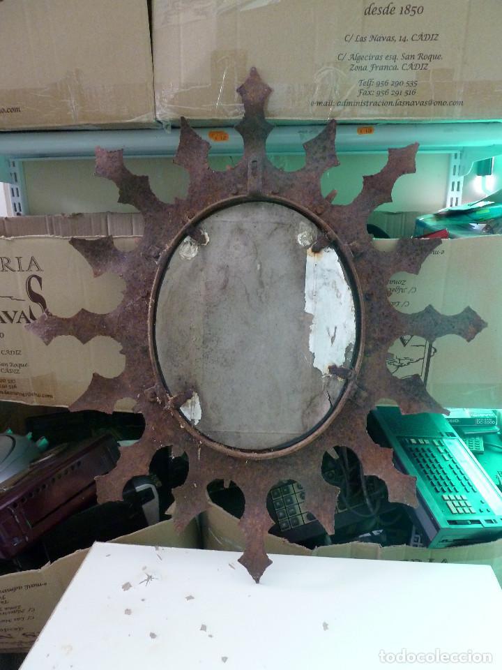 Antigüedades: ESPEJO OVALADO DE HIERRO TIPO SOL - Foto 2 - 122568991