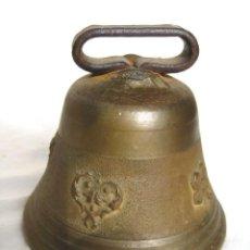 Antigüedades: CAMPANA DE BRONCE LABRADA. PESA 320 GRS. MIDE 8,5 DE BOCA Y 8 CMS DE ALTURA. Lote 122569383