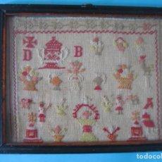 Antiques - ANTIGUO BORDADO PUNTO DE CRUZ SOBRE TELA LETRAS Y DIVERSAS FIGURAS MARCO DE MADERA CON CRISTAL VER - 122603571