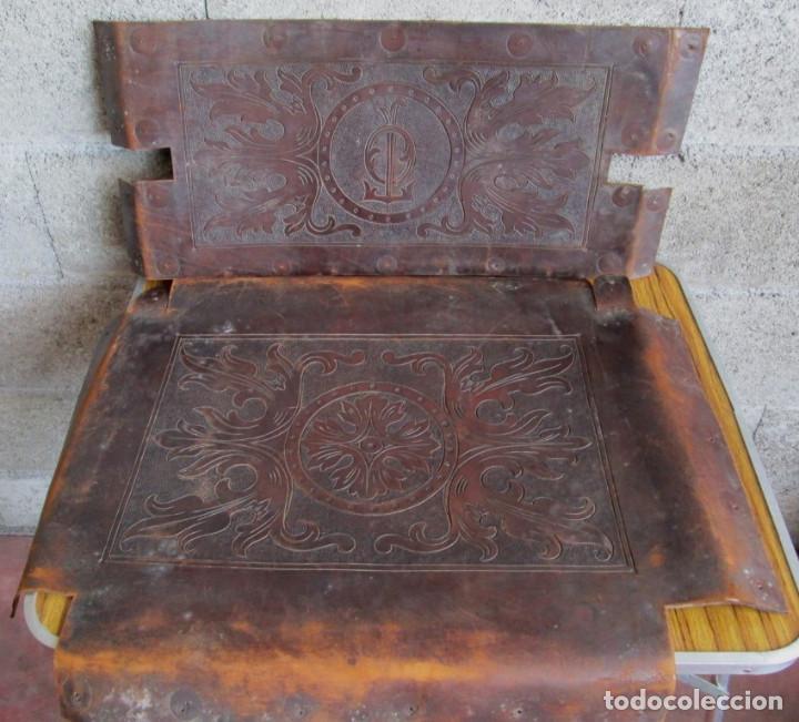 UN ASIENTO Y UN RESPALDO -- DE CUERO -- MEDIDAS 60 X 47, 5 CM. (Antigüedades - Muebles Antiguos - Sillones Antiguos)