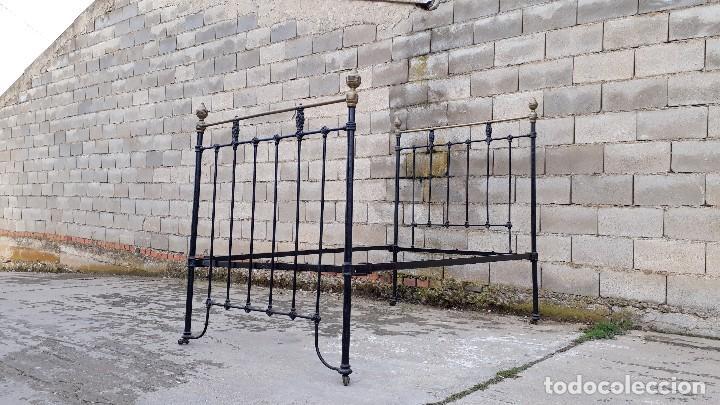 Antigüedades: Cama antigua completa de hierro y latón 121 cm, cabecero y piecero antiguo - Foto 2 - 122626759