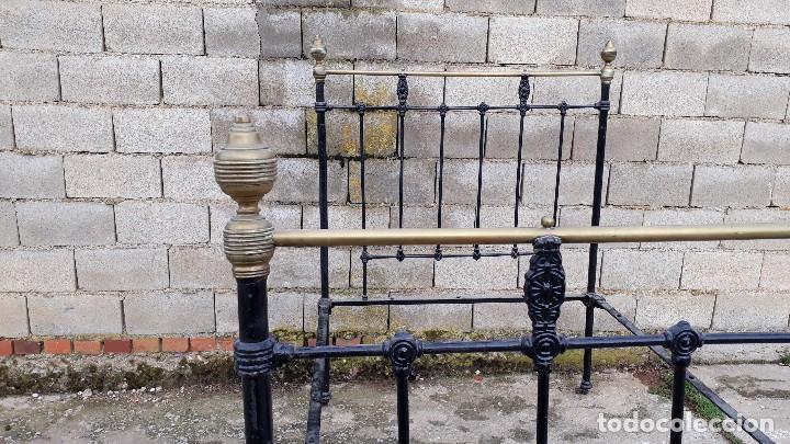 Antigüedades: Cama antigua completa de hierro y latón 121 cm, cabecero y piecero antiguo - Foto 7 - 122626759