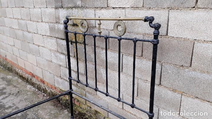 Antigüedades: Cama antigua completa de hierro y latón 121 cm, cabecero y piecero antiguo - Foto 10 - 122626799