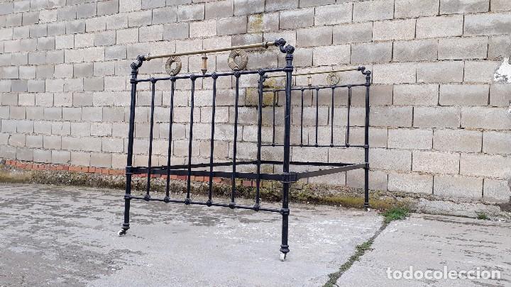 Antigüedades: Cama antigua completa de hierro y latón 121 cm, cabecero y piecero antiguo - Foto 12 - 122626799