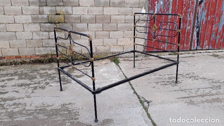 Antigüedades: Cama antigua completa de hierro y latón 122 cm, cabecero y piecero antiguo - Foto 2 - 122626843