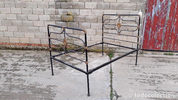 Antigüedades: Cama antigua completa de hierro y latón 122 cm, cabecero y piecero antiguo - Foto 3 - 122626843