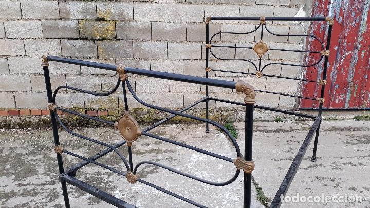 Antigüedades: Cama antigua completa de hierro y latón 122 cm, cabecero y piecero antiguo - Foto 4 - 122626843