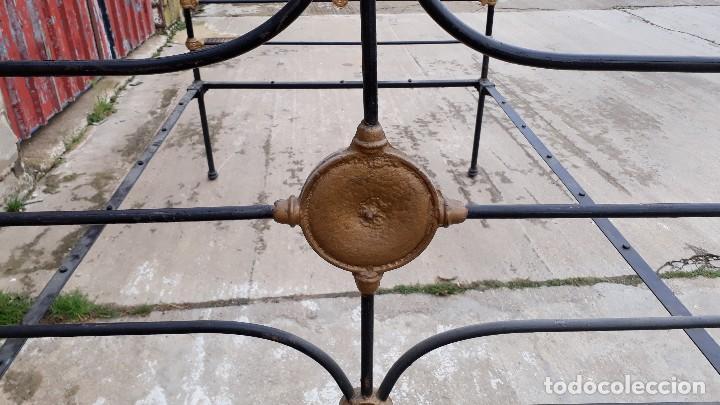Antigüedades: Cama antigua completa de hierro y latón 122 cm, cabecero y piecero antiguo - Foto 7 - 122626843