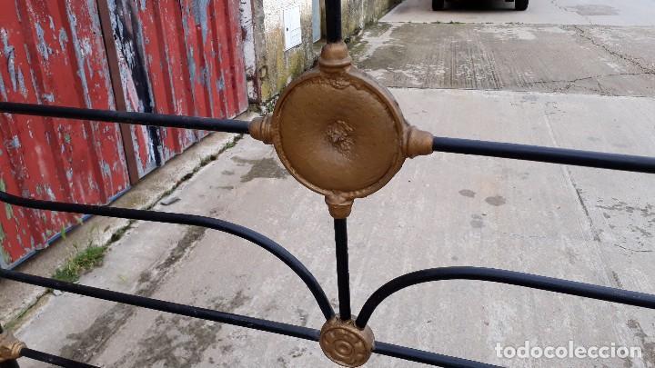 Antigüedades: Cama antigua completa de hierro y latón 122 cm, cabecero y piecero antiguo - Foto 8 - 122626843