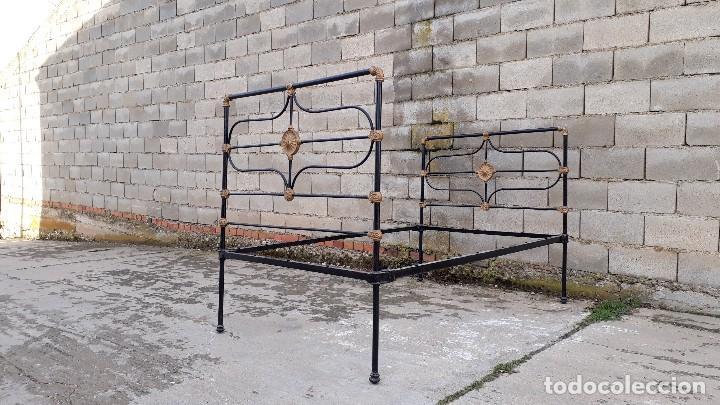 Antigüedades: Cama antigua completa de hierro y latón 122 cm, cabecero y piecero antiguo - Foto 9 - 122626843
