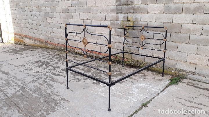 Antigüedades: Cama antigua completa de hierro y latón 122 cm, cabecero y piecero antiguo - Foto 10 - 122626843