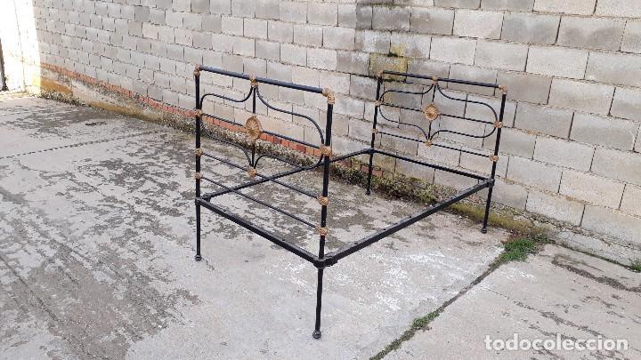 Antigüedades: Cama antigua completa de hierro y latón 122 cm, cabecero y piecero antiguo - Foto 11 - 122626843