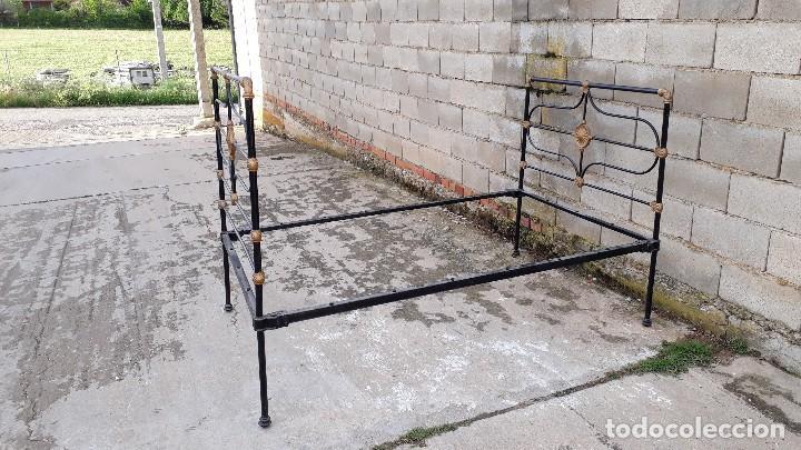 Antigüedades: Cama antigua completa de hierro y latón 122 cm, cabecero y piecero antiguo - Foto 12 - 122626843