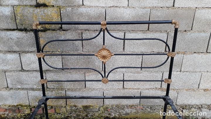 Antigüedades: Cama antigua completa de hierro y latón 122 cm, cabecero y piecero antiguo - Foto 13 - 122626843