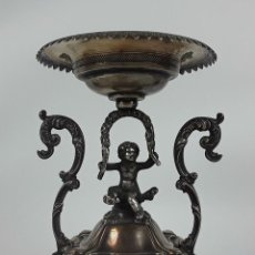 Antigüedades: CENTRO DE MESA ESTILO MODERNISTA DE PLATA CARRERAS. SIGLO XIX. . Lote 122642171