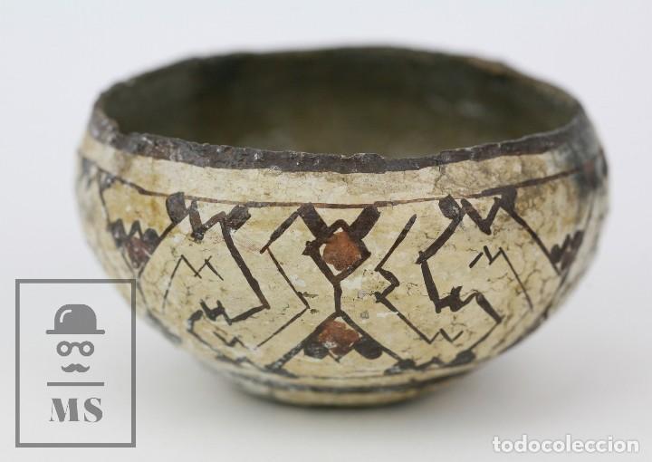 ANTIGUO CUENCO / VASIJA ARTESANAL DE CERÁMICA POLICROMADA - ARTE ÉTNICO - MEDIDAS 10 X 10 X 5 CM (Antigüedades - Porcelanas y Cerámicas - Otras)