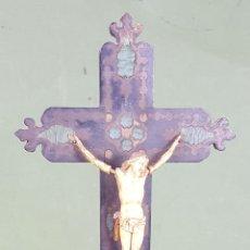 Antigüedades: CRUCIFIJO BENDITERA. CRISTO DE HUESO TALLADO. BENDITERA DE MADERA SIGLO XIX. . Lote 122661971