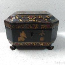 Antigüedades: CAJA CHINA MADERA LACADA EN NEGRO DECORACION CHINA SIGLO XIX. Lote 122664343