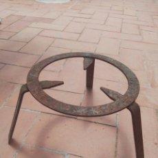 Antigüedades: ANTIGUO SOPORTE PARA OLLA OLLAS ANTIGUAS DE COBRE. Lote 122671404
