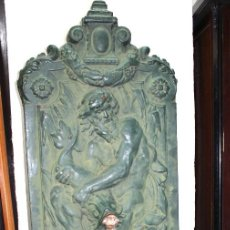 Antigüedades: FUENTE CON NEPTUNO DE HIERRO COLADO. SIGLO XIX. PESO ELEVADO.. Lote 122684835