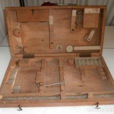 Antigüedades: ANTIGUA CAJA DE MADERA PARA GUARDAR HERRAMIENTAS DE INSTRUMENTOS. Lote 122699819