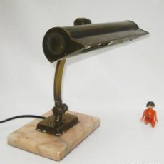 Antigüedades: LAMPARA ANTIGUA ART DECO CIRCA 1930 LATON SOBRE MARMOL . Lote 122741363