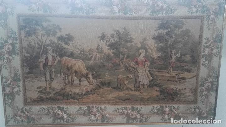 CUADRO TAPIZ ANTIGUO CON BELLAS ESCENAS Y BORDE EN FLORES SIMIL PETIT POINT (Antigüedades - Hogar y Decoración - Tapices Antiguos)