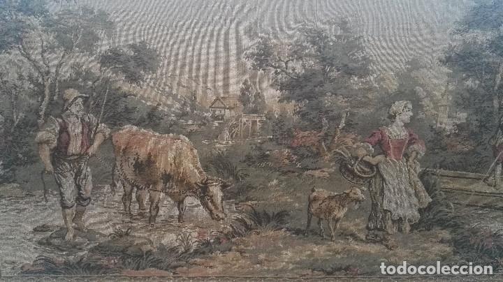 Antigüedades: Cuadro tapiz antiguo con bellas escenas y borde en flores simil petit point - Foto 6 - 122765059