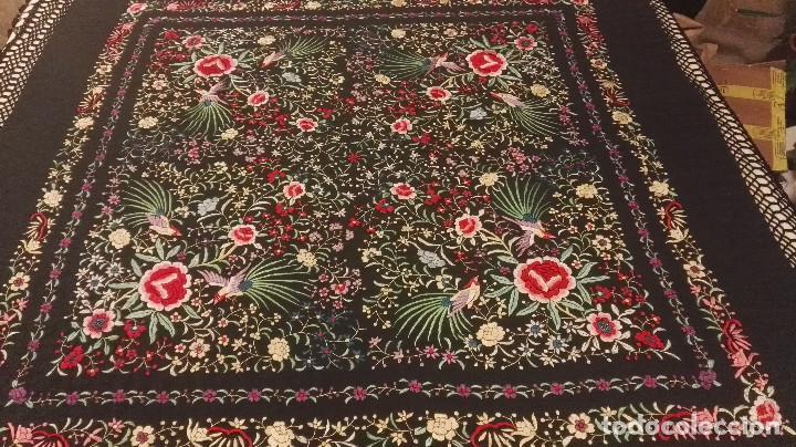 Antigüedades: Mi Manon. Mantón de Manila seda bordada a Mano flores y pájaros con originales borlones - Foto 5 - 122768887