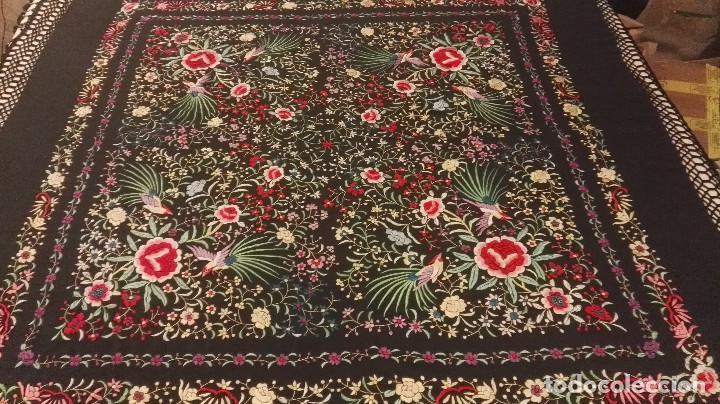 Antigüedades: Mi Manon. Mantón de Manila seda bordada a Mano flores y pájaros con originales borlones - Foto 6 - 122768887