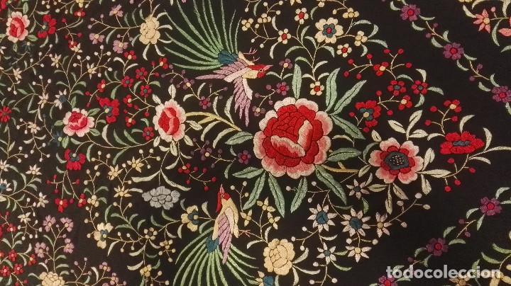 Antigüedades: Mi Manon. Mantón de Manila seda bordada a Mano flores y pájaros con originales borlones - Foto 13 - 122768887