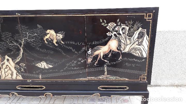 Antigüedades: Mueble aparador antiguo estilo chino, mueble auxiliar bufet, mueble bar taquillón oriental o japonés - Foto 25 - 122753039