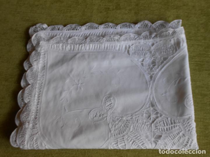 Antigüedades: Preciosa funda almohada,blanco. encajes de brujas a mano 74 x 53 cm. nuevo - Foto 5 - 122785215