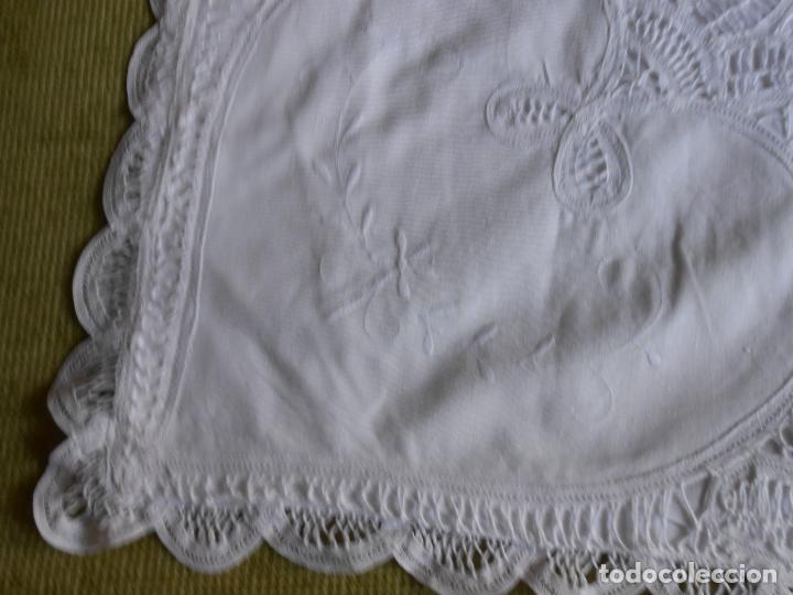 Antigüedades: Preciosa funda almohada,blanco. encajes de brujas a mano 74 x 53 cm. nuevo - Foto 6 - 122785215