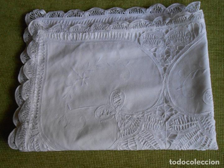 Antigüedades: Preciosa funda almohada,blanco. encajes de brujas a mano 74 x 53 cm. nuevo - Foto 7 - 122785215