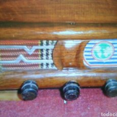 Antigüedades: ANTIGUO COSTURERO MADERA TIPO RADIO. Lote 122891451