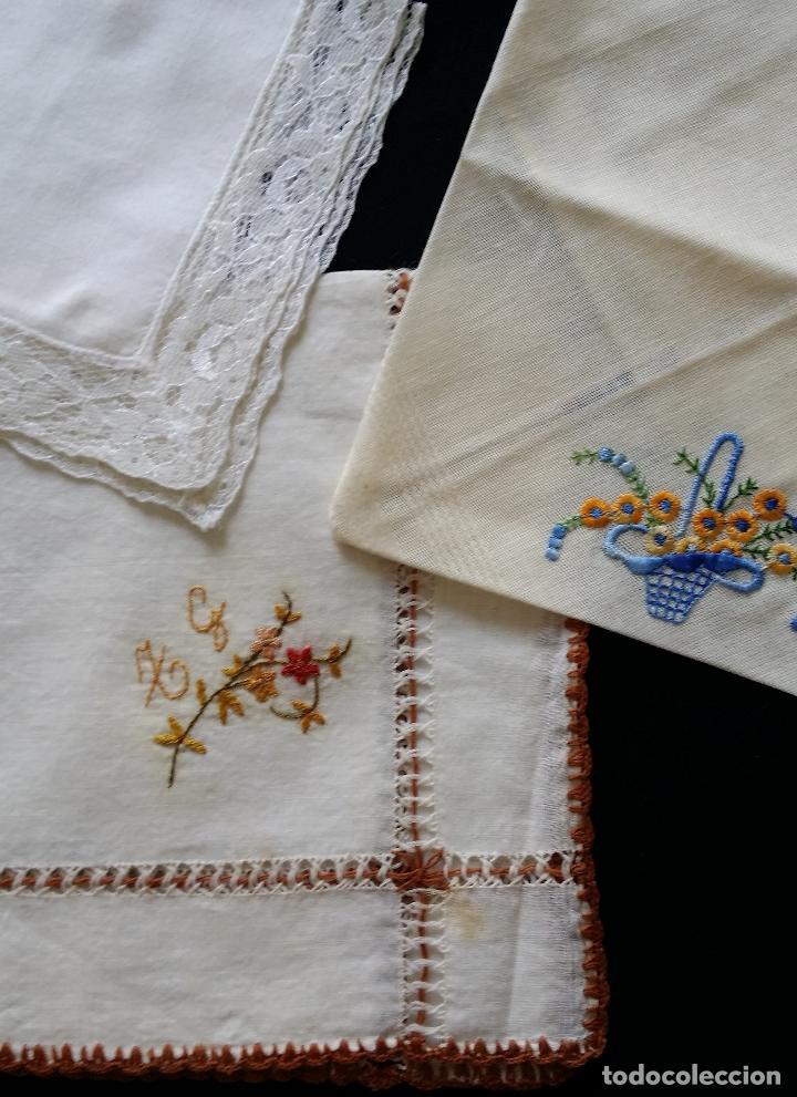LOTE DE TRES (3 ) PAÑUELOS (Antigüedades - Moda - Pañuelos Antiguos)