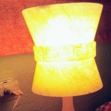 Antigüedades: LAMPARA VINTAGE DE ALABASTRO TALLADA AÑOS 60. Lote 123030499
