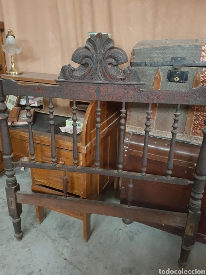 Antigüedades: ANTIGUO CABEZAL Y PIE DE CAMA, 120CM DE ANCHO TOTAL. - Foto 2 - 123046148
