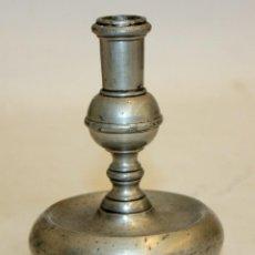 Antigüedades: CANDELERO EN ESTAÑO CON SELLO DE PEDRAZA (SEGOVIA). AÑOS 60. Lote 123111859