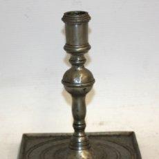 Antigüedades: CANDELERO EN ESTAÑO CON SELLO DE PEDRAZA (SEGOVIA). AÑOS 60. Lote 123112067