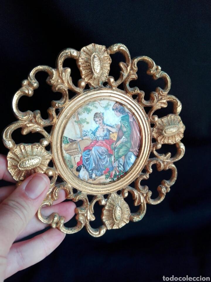 Antigüedades: ROCOCO MARCO REDONDO EN BRONCE CON ESCENA ROMÁNTICA EN PORCELANA 14,5 cm DIÁMETRO IDEAL RELICARIO - Foto 3 - 123117814