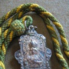 Antigüedades: SEMANA SANTA SEVILLA - MEDALLA CON CORDON DE LA HERMANDAD DE LA MACARENA. Lote 123217707