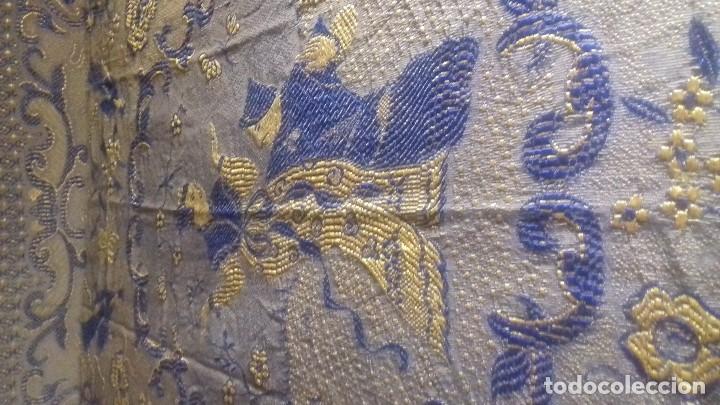 Antigüedades: MUY ANTIGUA Y BONITA COLCHA DE RAYON DE ALGODON CON MOTIVOS CHINESCOS Y FLORES. DE DOS CARAS. - Foto 3 - 123282279