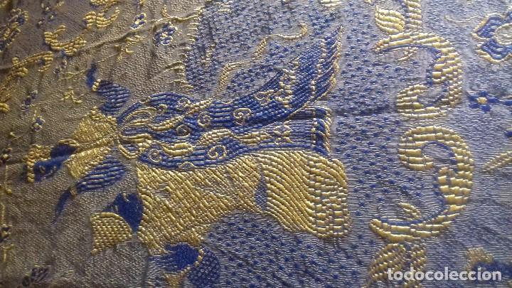 Antigüedades: MUY ANTIGUA Y BONITA COLCHA DE RAYON DE ALGODON CON MOTIVOS CHINESCOS Y FLORES. DE DOS CARAS. - Foto 29 - 123282279