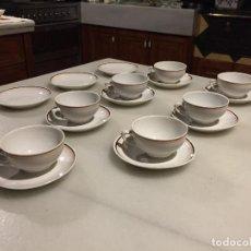 Antigüedades: ANTIGUO JUEGO DE CAFE DE PORCELANA BLANCA CON FILO ROSA Y MARRÓN DE LOS AÑOS 30-40, . Lote 123290779