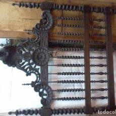 Antigüedades: CAMA TORNEADA DE MADERA ANTIGUA. Lote 123372339